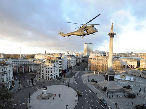 Tom Cruise Films Helicopter Scene in Empty Trafalgar Square | Tom Cruise