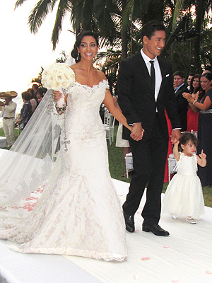 Mario Lopez Wedding Photos; Extra Host Married to Courtney Mazza