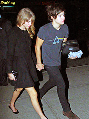 Taylor Swift & Harry Styles Hold Hands After Long Night in N.Y.C.
