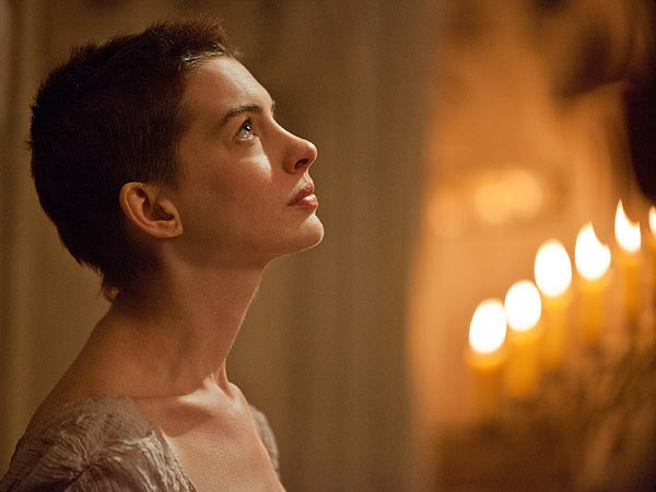 Anne Hathaway 'Utterly Crushes' Her Solo in Les Mis: Review