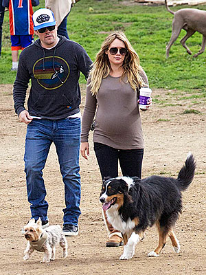Hilary Duff, Mike Comrie Visit Dog Park