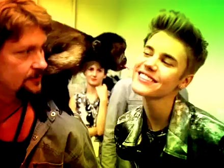 Justin Bieber Kisses Crystal the Monkey: Video