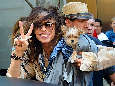Steven Tyler Talks to His Dogs