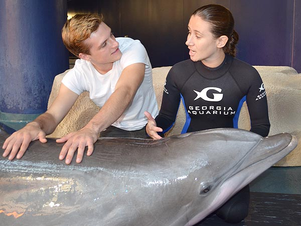 Josh Hutcherson Makes a Splash with Dolphin at Georgia Aquarium