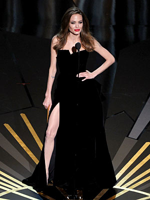 Academy Awards 2012: Angelina Jolie Shows Lots of Thigh