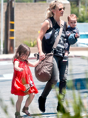 Stories You're Talking About: Sarah Michelle Gellar's Son Rocky James Finally Spotted!