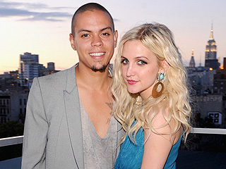 Ashlee Simpson Parties with Boyfriend Evan Ross's Family | Ashlee Simpson