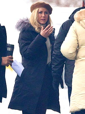 Jennifer Aniston Wears Wig on Set of New Film