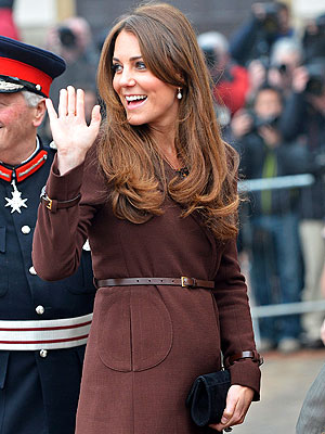 Kate Middleton Pregnant Pictures; Duchess Steps Out in Grimsby