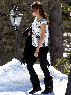 Pregnant Kate Watches Prince William & Prince Harry Go Skiing