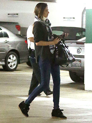 Miranda Kerr Rear-Ended, Wears Neck Brace