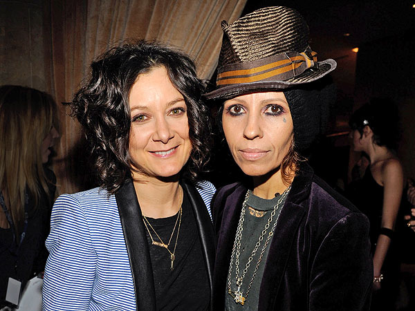 Photo of Linda Perry & her friend actress  Sara Gilbert - Los Angeles