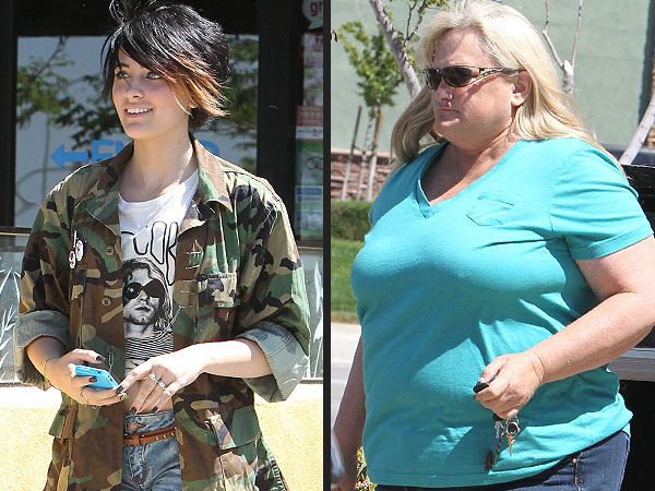 Paris Jackson, Birth Mother Debbie Rowe Reconciling