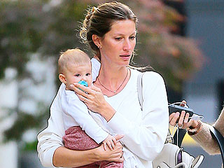 Gisele B&#252;ndchen Takes Baby Vivian for a Stroll