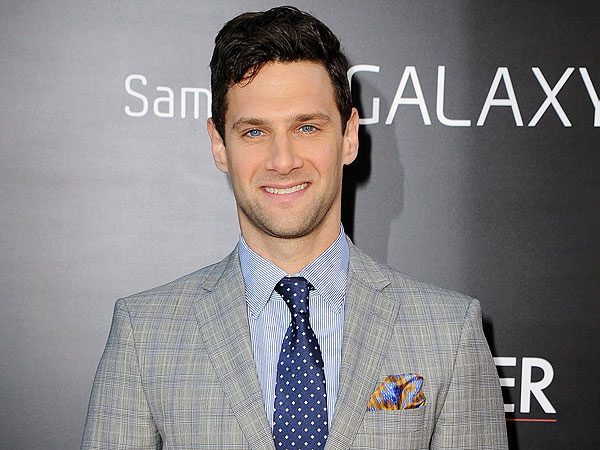 Hangover 3 Star Justin Bartha on Beat Boxing with Bradley Cooper