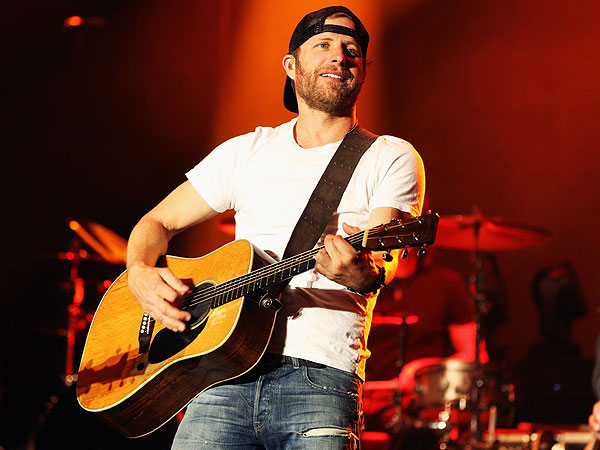 Dierks Bentley Hosting Benefit Concert for Families of Fallen Arizona Firefighters