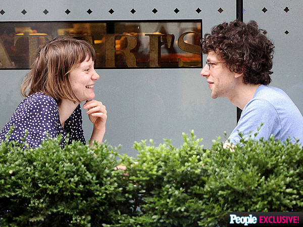 Jesse eisenberg dating mia