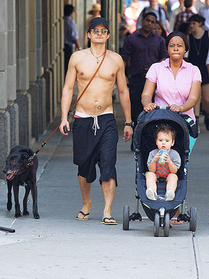 Orlando Bloom Goes Shirtless in New York City