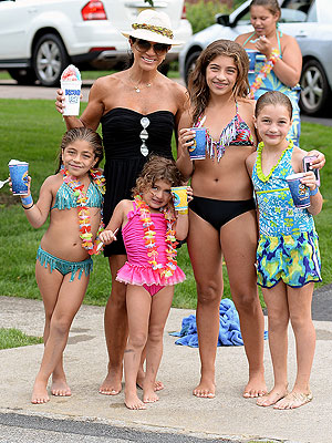 Teresa Giudice & Daughters Step Out Amid Fraud Charges
