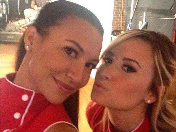 Demi Lovato Puckers Up to Naya Rivera on Glee Set