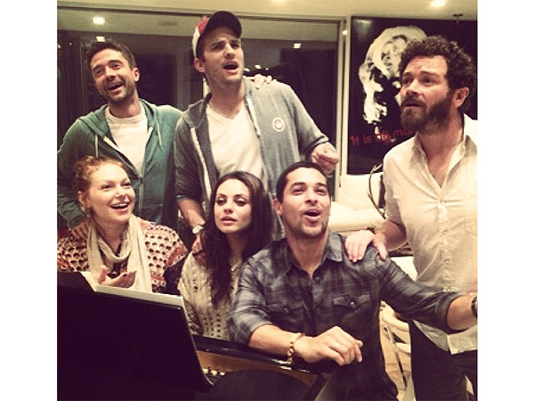 That '70s Show Cast Reunites – and Sings