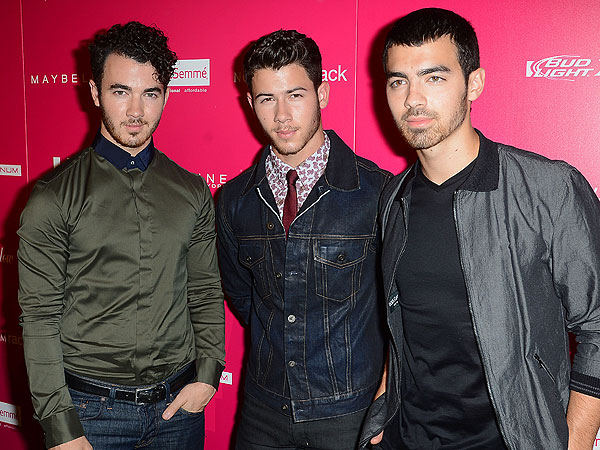 Nick and Joe Jonas Tweet a Message to Their Fans: 'Bear With Us'
