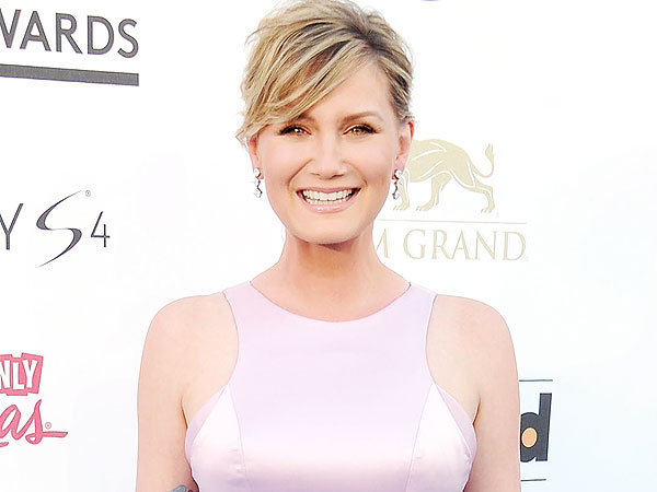 Listen Up: Sugarland's Jennifer Nettles Shares Her Traveling Playlist