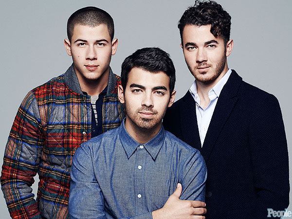 Family photo of the musician, dating Olivia Culpo, famous for Jonas Brothers.