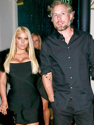 Jessica Simpson Stuns in Little Black Dress