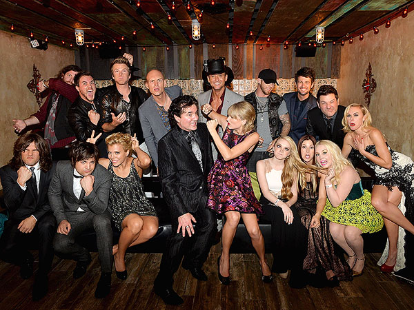 CMA Awards 2013: Taylor Swift, Tim McGraw, Jake Owen, Kellie Pickler