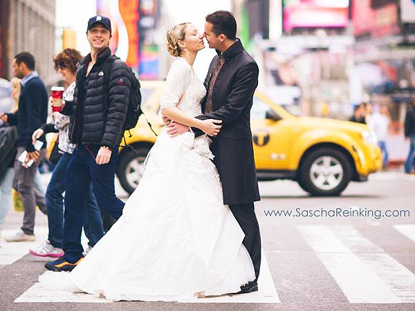 Zach Braff Photobombs Newlyweds in Times Square: See the Cheeky Pic