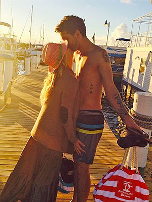 Kaley Cuoco and Ryan Sweeting Pack on the PDA in the Bahamas
