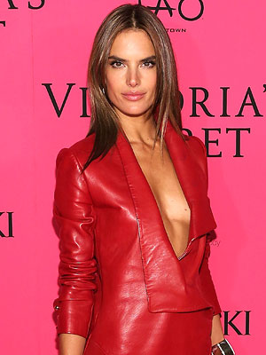 Alessandra Ambrósio: Plastic Surgery 'Freaks Me Out'