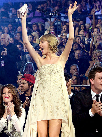 Taylor Swift: CMT Scene Stealer
