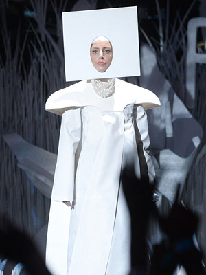 Lady Gaga Performance 'Applause' at MTV VMAs