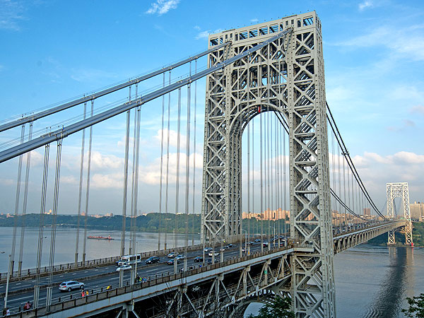 Port Authority Cops Use Facebook To Stop Suicide on George Washington Bridge