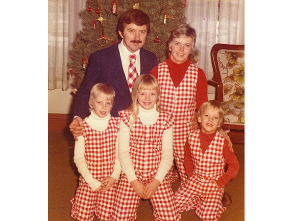 Awkward Family Christmas Photos: See the 12 Most Embarrassing Xmas Photos