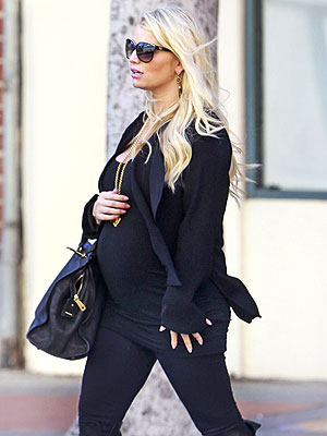 Jessica Simpson Shows Off Trim Maternity Figure