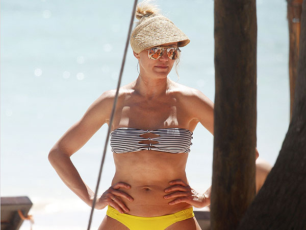 Cameron Diaz Bikini Pictures; Photos of Her, Reese Witherspoon in Mexico