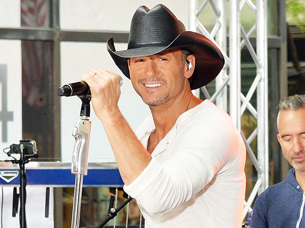 Tim McGraw Serenades Girl at Concert