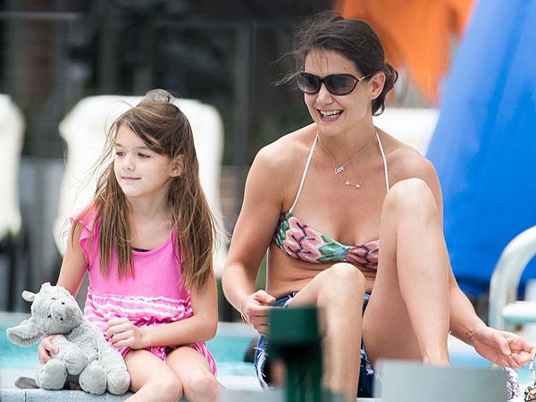 Katie Holmes & Suri Cruise Hit the Movies in Miami