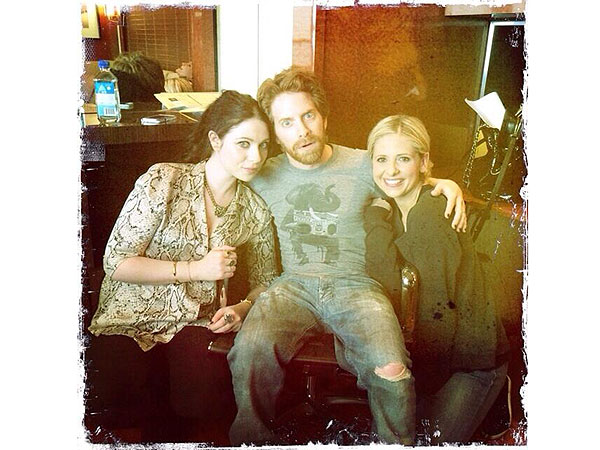 Sarah Michelle Gellar Tweets Photo with Michelle Trachtenberg, Seth Green