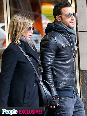 Jennifer Aniston and Justin Theroux Have Lunch with Jason Bateman