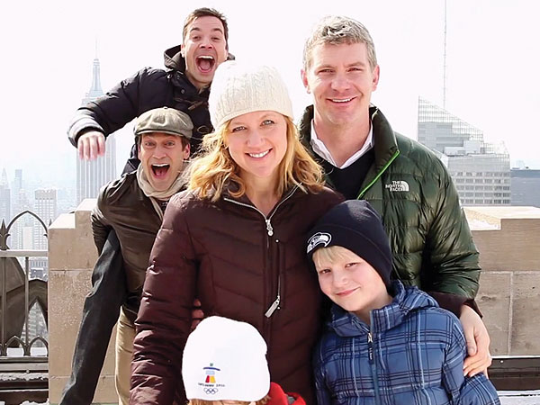 Jimmy Fallon and Jon Hamm Photobomb Clueless Tourists on The Tonight Show