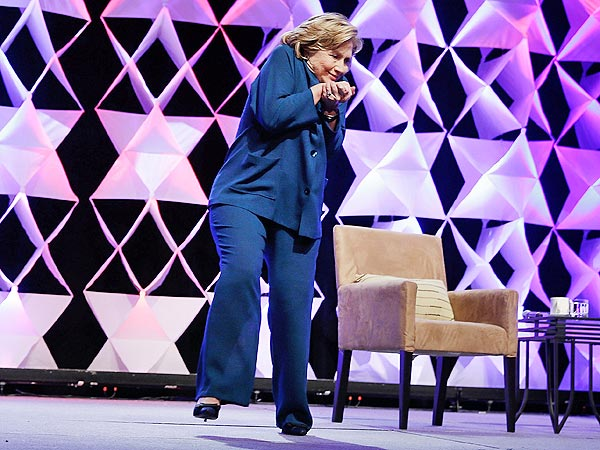 Hillary Clinton Dodges Shoe Thrown at Her in Las Vegas