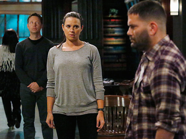 Scandal Finale Sneak Peek Of Quinn And Charlie Fighting