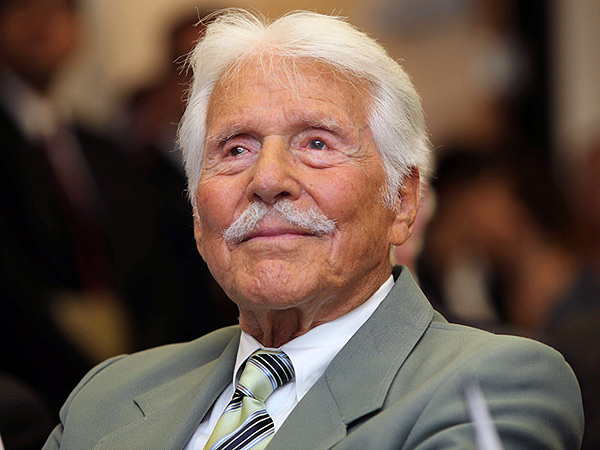 Efrem Zimbalist Jr. Dies: 'The F.B.I.' Star Was 95