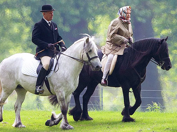 Queen Elizabeth Still Takes Her Morning Horse Ride – at Age 88 (Photo)
