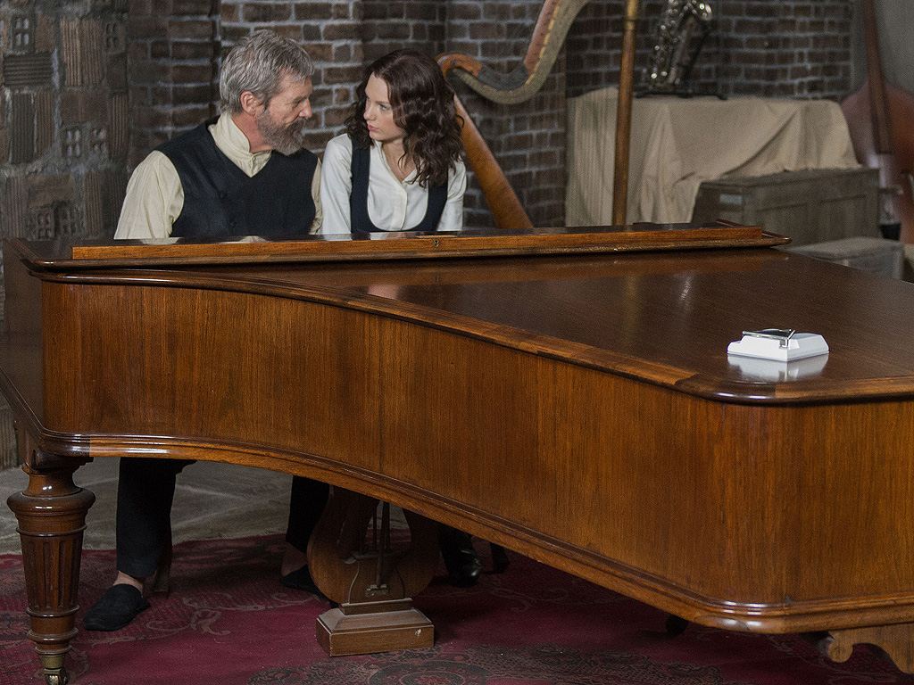 Taylor Swift in The Giver: Jeff Bridges Sounds Off on His Costar