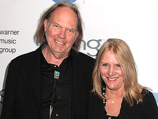 Rocker Neil Young Files for Divorce